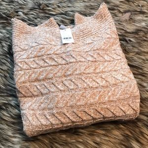 Beautiful NWT Heathered Sweater